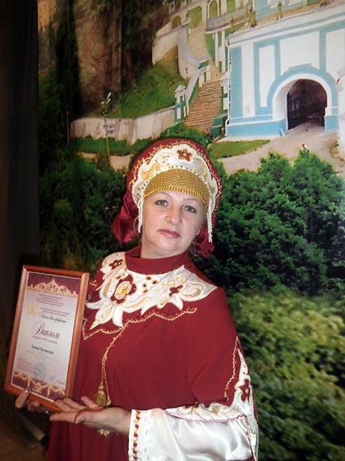 Елена Николаевна достойно